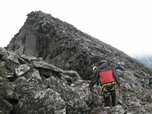 На фото начало траверса на гору
