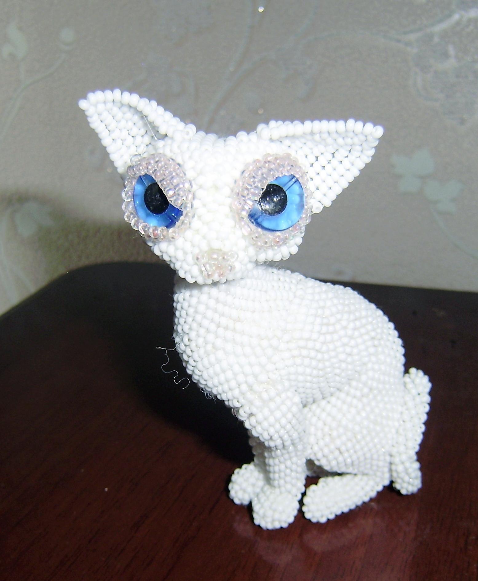 котёнок из бисера, котёнок из бисера схема, котёнок из бисера объёмный.