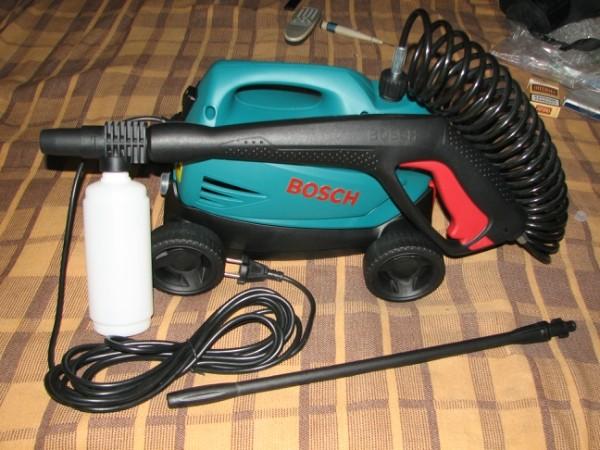 Минимойка Bosch Aquatak 35-12 1500Вт + набор для авто