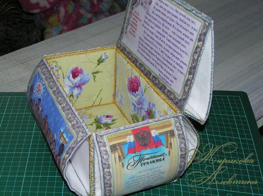 Круглая шкатулка из открыток