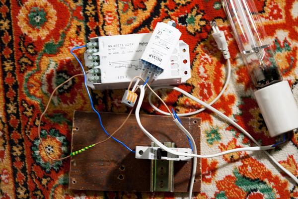 Собрал схему подключения, та которая указана на дросселе и ИЗУ и добавил конденсатор 450В (45мкф ) (параллельно цепи).