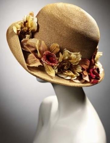 Подумаешь, соломенная шляпка, Безделица какая-то и тряпка, Не платье...