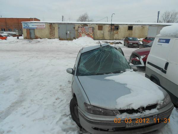 Бу запчасти Peugeot (Пежо) 406 седан 1.8 МКПП (рестайл) - правое зеркало (без поворотника), дворники (трапеция стеклоочистителей), правый подфарник, молдинг (накладка переднего бампера), правое переднее колесо (штампованный диск), антенна на крышу