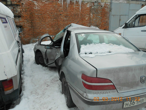 Бу запчасти Peugeot (Пежо) 406 седан 1.8 МКПП (рестайл) - заднее стекло, левое заднее крыло, крышка багажника, задний левый фонарь, задний бампер, накладка (молдинг) заднего бампера, задний логотип (шильдик) Пежо, заднее левое колесо (штампованный диск).