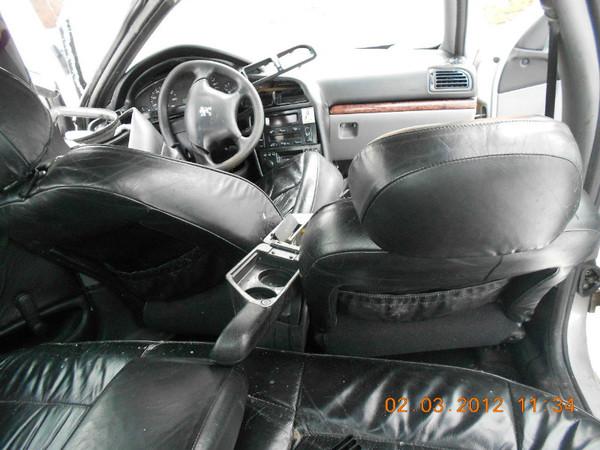 Бу запчасти Peugeot (Пежо) 406 седан 1.8 МКПП (рестайл) - кожаный салон, переднее левое, правое сидения, задние сидения (диван), приборная панель, торпеда, штатная магнитола, бардачок, коврики, ремни безопасности, детали отделки салона.