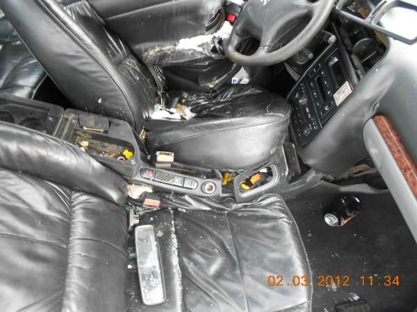 Бу запчасти Peugeot (Пежо) 406 седан 1.8 МКПП (рестайл) - переднее правое сидение (кожаное), кулиса МКПП, торпеда, прикуриватель, штатная магнитола, бардачок.