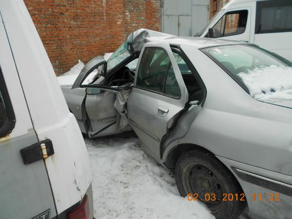 Бу запчасти Peugeot (Пежо) 406 седан 1.8 МКПП (рестайл) - заднее левое крыло, задняя левая дверь, ручка задней левой двери, молдинг (накладка) заднего бампера, накладка задней левой двери, задняя левая дверь, заднее стекло.