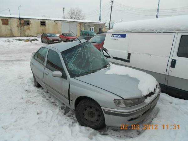 Бу запчасти Peugeot (Пежо) 406 седан 1.8 МКПП (рестайл) - павое переднее крыло, правый передний поворотник (указатель поворота), правое переднее колесо (штампованный диск), правая передняя дверь, накладка (молдинг) на правую переднюю дверь, правое зеркало.