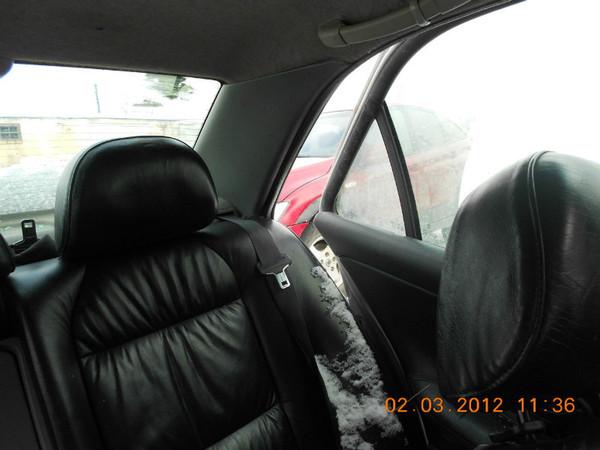 Бу запчасти Peugeot (Пежо) 406 седан 1.8 МКПП (рестайл) - заднее кожаное сидение (диван), задний подголовник (левый), передний левый подголовник, задний ремень безопасности (левый), задняя левая обшивка двери, заднее левое стекло (пассажирское) + форточка.