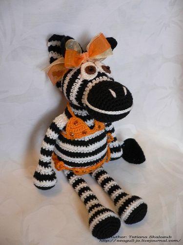 Жирафик и кто еще игрушки вяжет, посмотрите в жж работы Тани Скалозуб и мастер-классы Авторская игрушка.