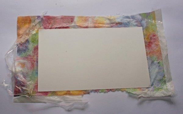 Наклеивание салфетки на картон.