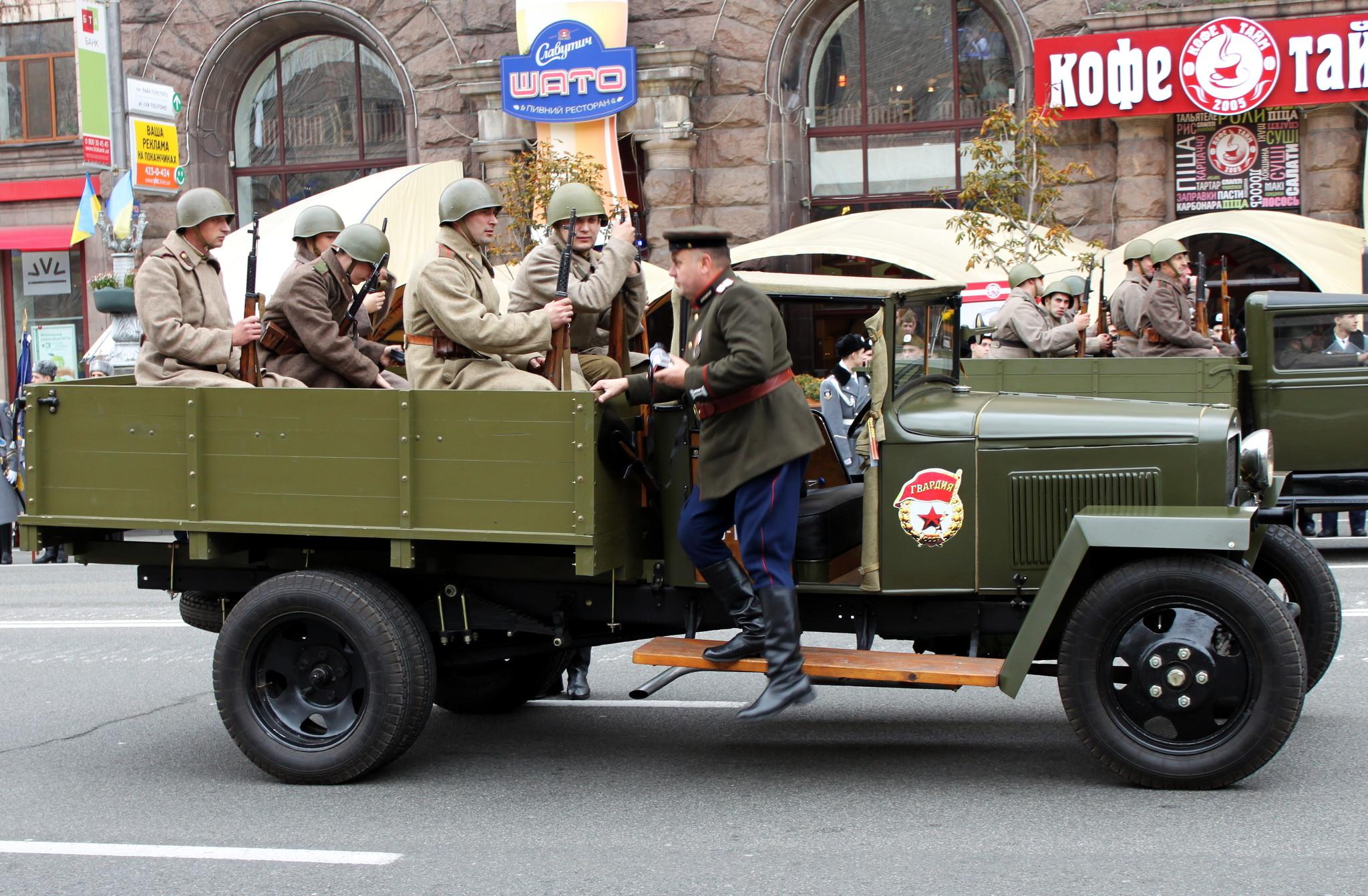 Десант на военном грузовике