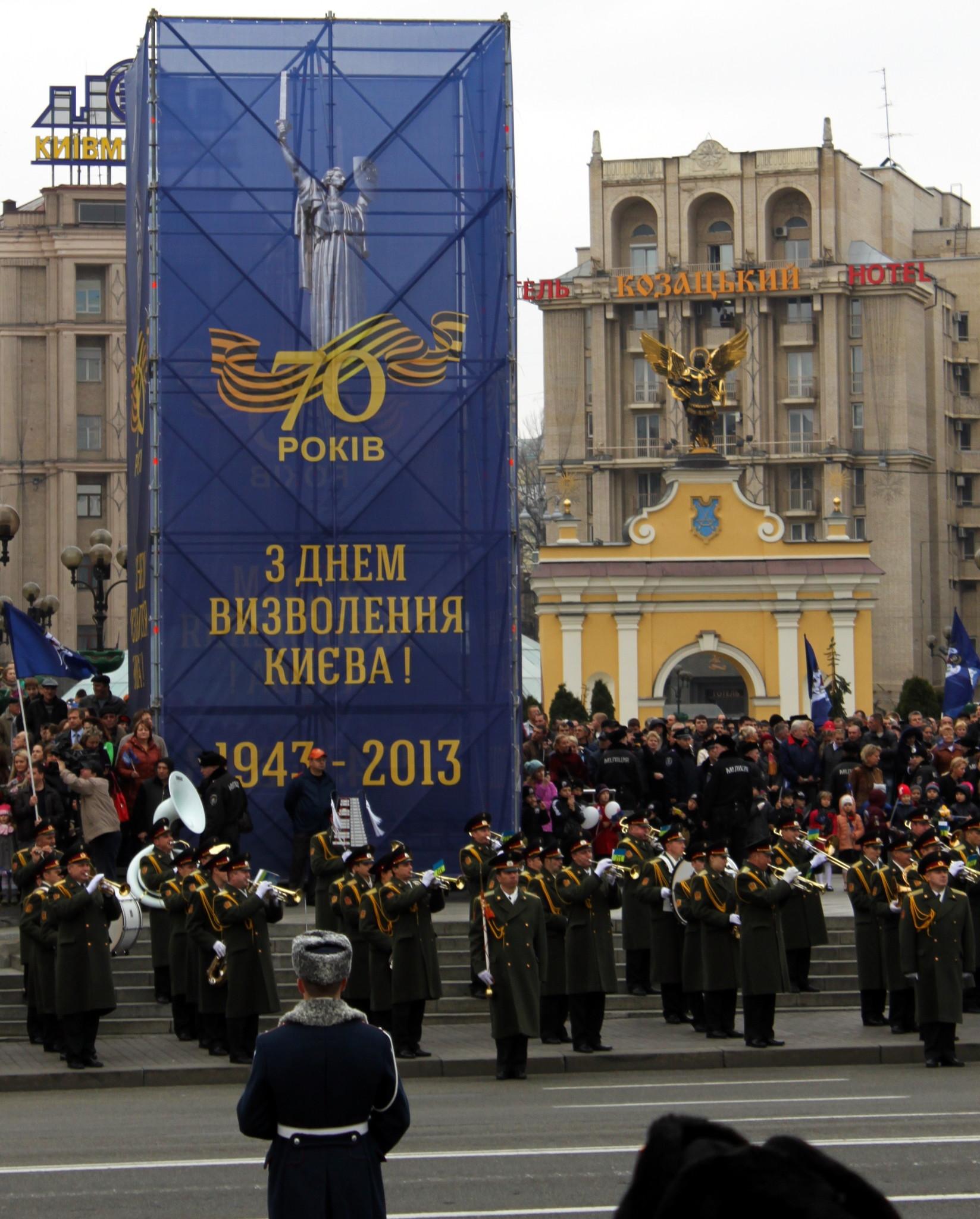Военный оркестр на Майдане Незалежности