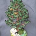 Мастер-класс, ёлочка из бисера.  Материалы:бисер зеленый и коричневый, проволока 0.4,нитки ,мулине, для обмотки веток...
