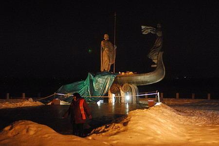 Смерть памятника