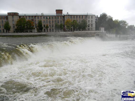 Почти под боком у Петербурга есть настоящий чудо-водопад!