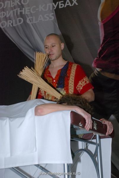 Фитнесмарафон World Class г.Нижний Новгород 24 апреля 2010г. Показательное выступление мастеркласс В.Огуй Виброаккустический массаж бамбуковыми вениками
