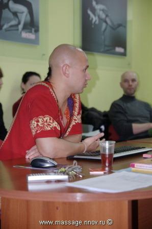 Студенты СГУТиКД февраль 2010. Блок: современные виды массажа. Преподаватель Огуй В.