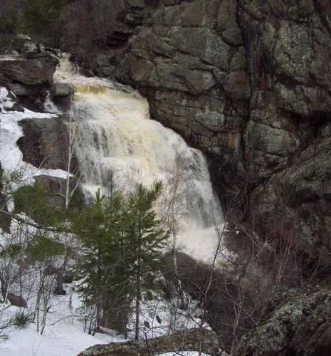 Водопад Гадельша весной