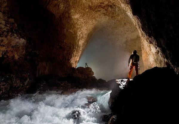 Как называется самая глубокая пещера