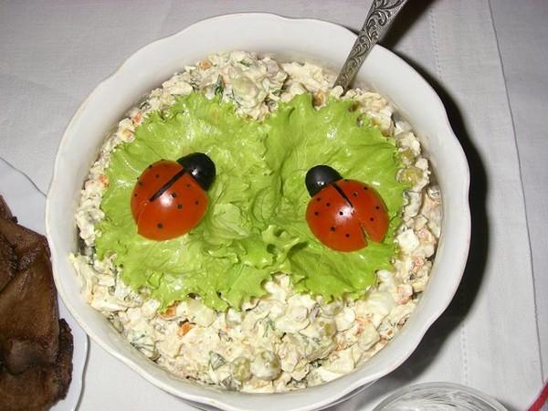 Как украсить мясной салат фото