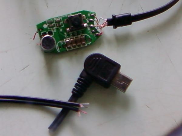 нужна распайка гарнитуры HS700 для motorola razr v3i для соединения на 3,5 джек.У джека 3 провода,у гарнитуры 5.