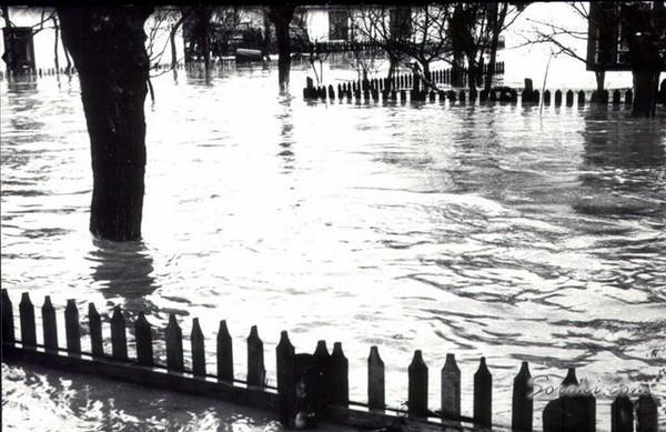 Наводнение в Сороках 20-го марта 1967-го года. Улица Ленина и все прилегающие к ней оказались под толстым слоем воды