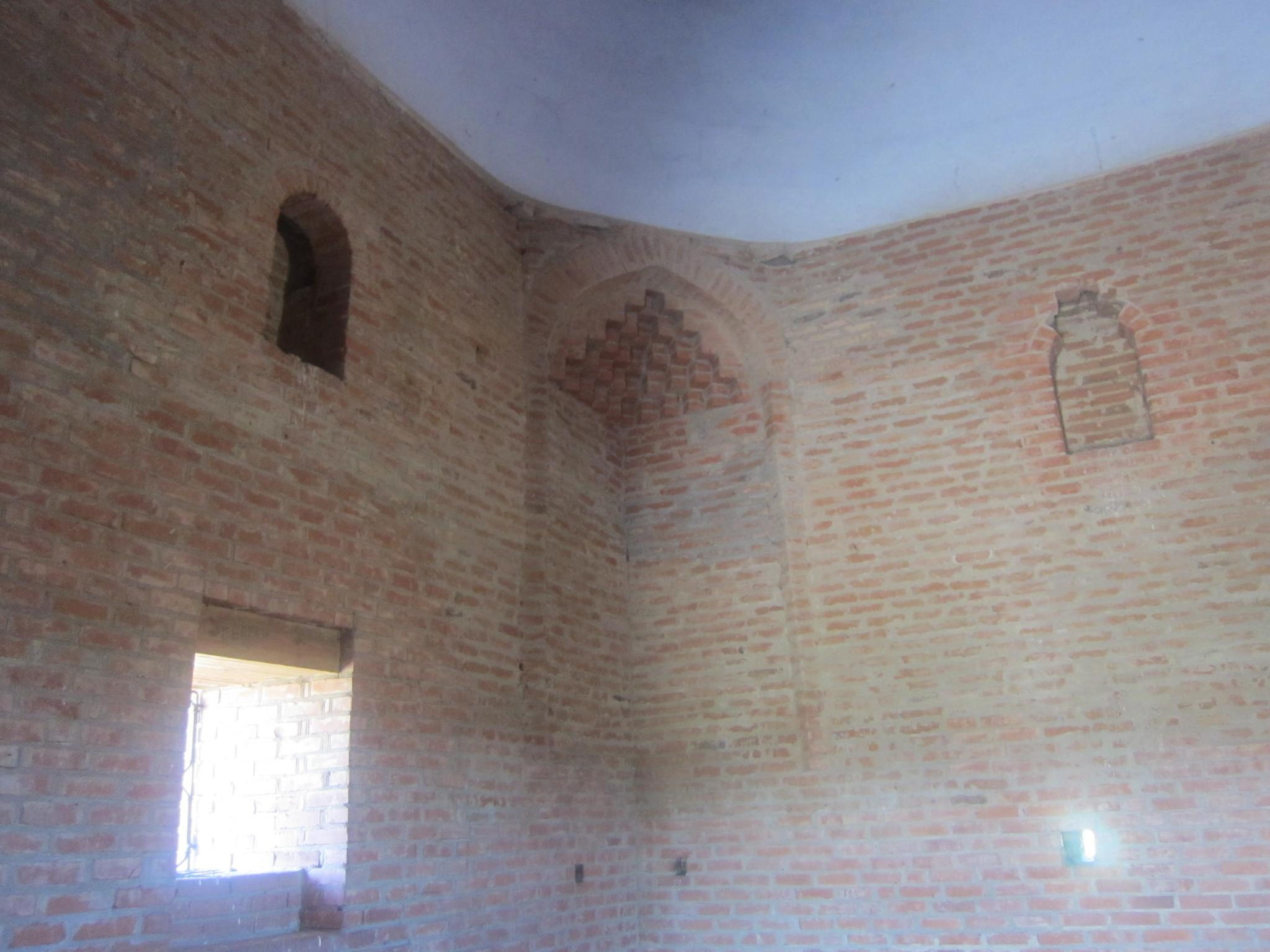 Вид внутри мавзолея (25.06.2013)
