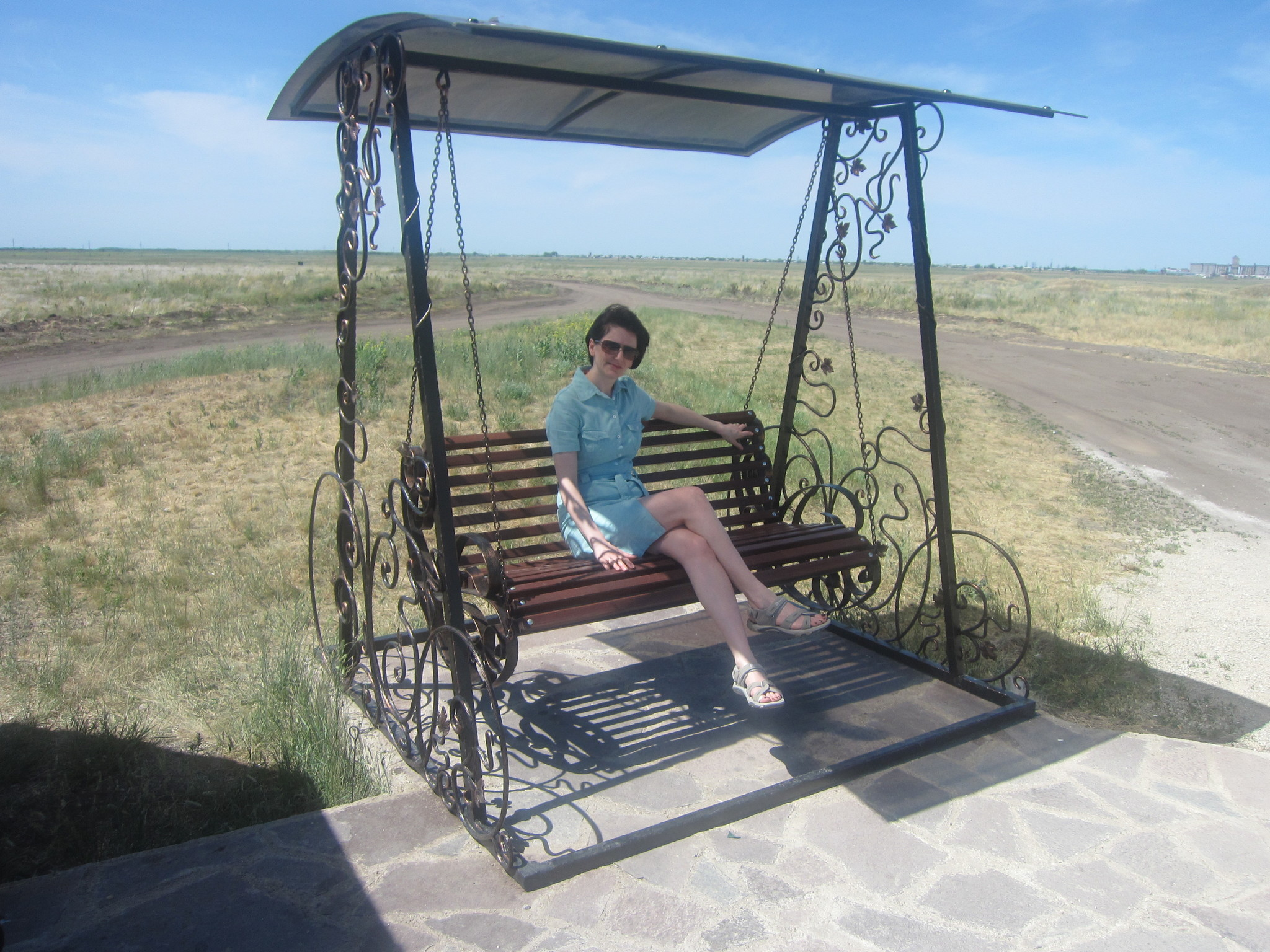 Любимая супруга отдыхает на качели (25.06.2013)