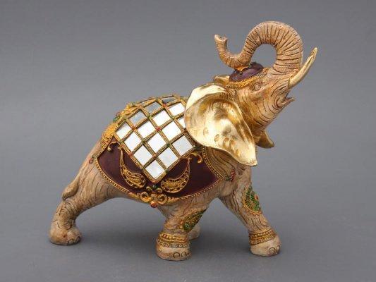 Слон с хоботом к себе талисман