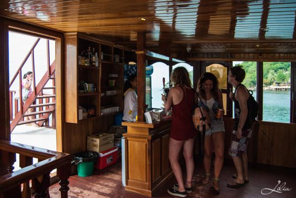 Koh Rong Samloem: Party Boat, средняя палуба, бар