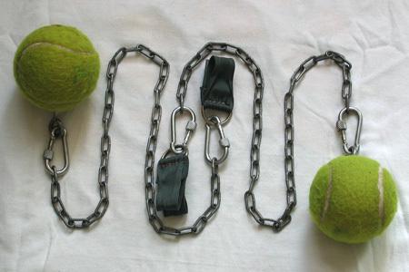 """Как сделать тренировочные пои.   """"Пои """" - слово Маори, означающее  """"мяч """" на веревке.  Пои использовались много лет назад..."""