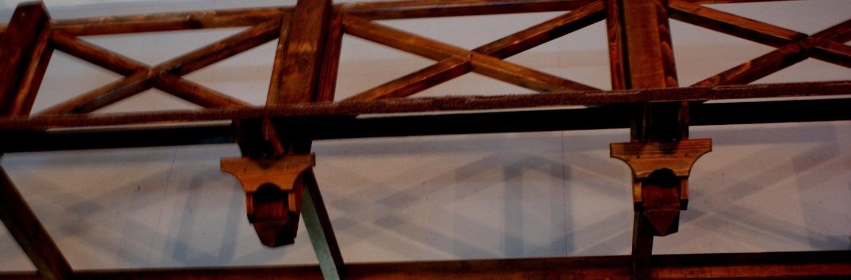 Рис.11 Конструкция из дерева под потолком