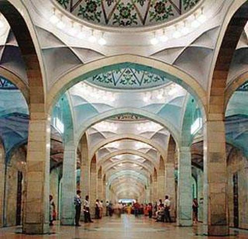 Вестибюль станции метро «Алишер Навои» (фото с сайта www.metrotashkent.narod.ru)