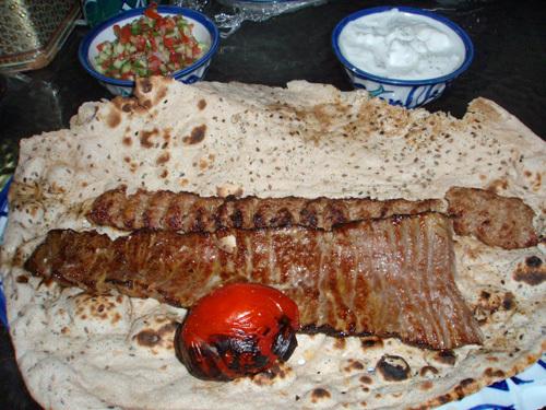 Различные варианты шашлыков и люля-кебабов - основные блюда иранской кухни
