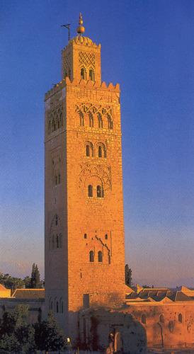 Минарет мечети Кутубия известен далеко за пределами Марракеша (фото из рекламного проспекта)