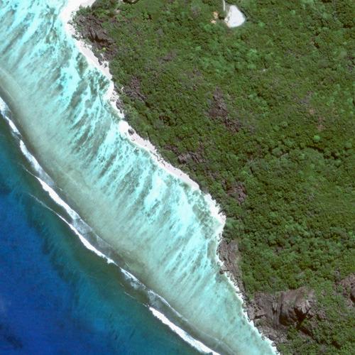 Вид на залив Сурс д'Аржан из космоса