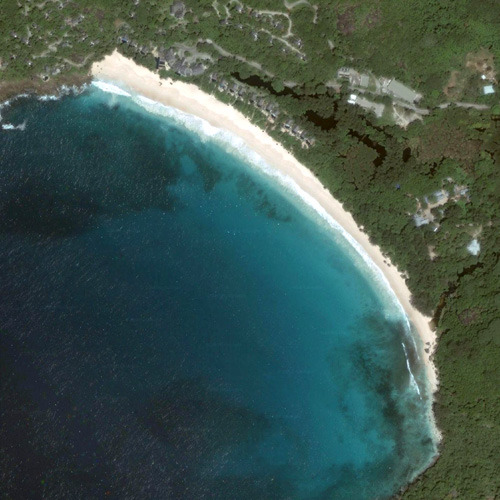 Вид на самый красивый залив на острове Маэ - Интенданс из космоса