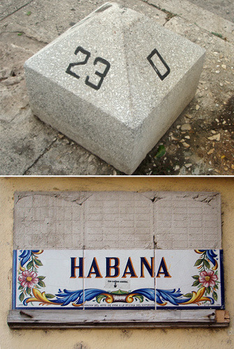 Вот такие уличные указатели значительно облегчают пешие прогулки по Гаване