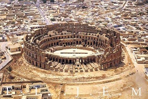 Древнеримский амфитеатр (с открытки, купленной в Эль-Джеме)