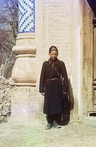 Из серии ''Узбекские портреты''. Полицейский в Самарканде (фото начала ХХ века).