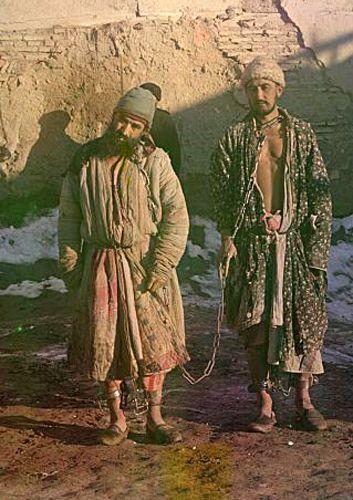 Из серии ''Узбекские портреты''. Заключенные (фото начала ХХ века).