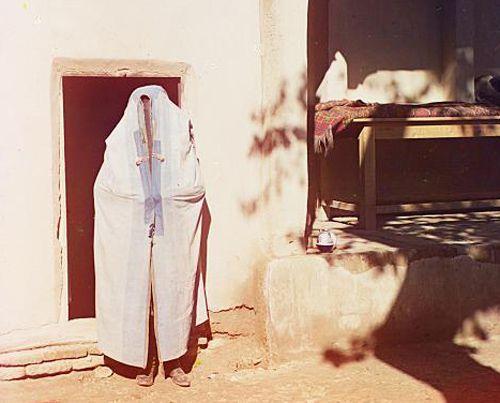 Из серии ''Узбекские портреты''. Женщина в паранже (фото начала ХХ века).