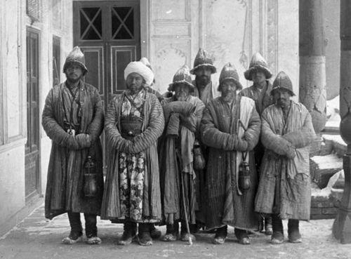 Из серии ''Узбекские портреты''. Дервиши в Самарканде (фото начала ХХ века).