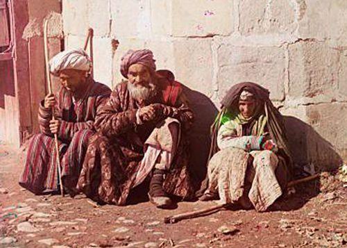 Из серии ''Узбекские портреты''. Нищие в Самарканде (фото начала ХХ века).