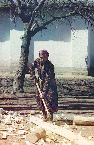 Из серии ''Узбекские портреты''. Плотник в Самарканде (фото начала ХХ века).