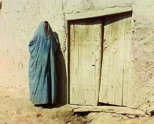 Из серии ''Узбекские портреты''. Женщина в Самарканде (фото начала ХХ века).