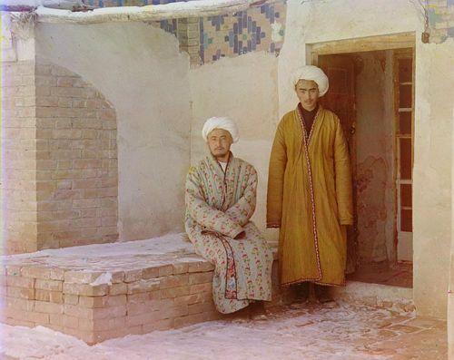 Из серии ''Узбекские портреты''. Студенты в Самарканде (фото начала ХХ века).