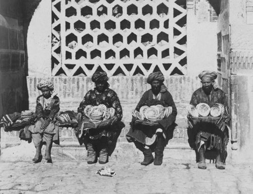 Из серии ''Узбекские портреты''. Торговцы лепешками в Самарканде (фото начала ХХ века).