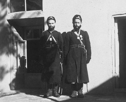 Из серии ''Узбекские портреты''. Тюремщики в Самарканде (фото начала ХХ века).